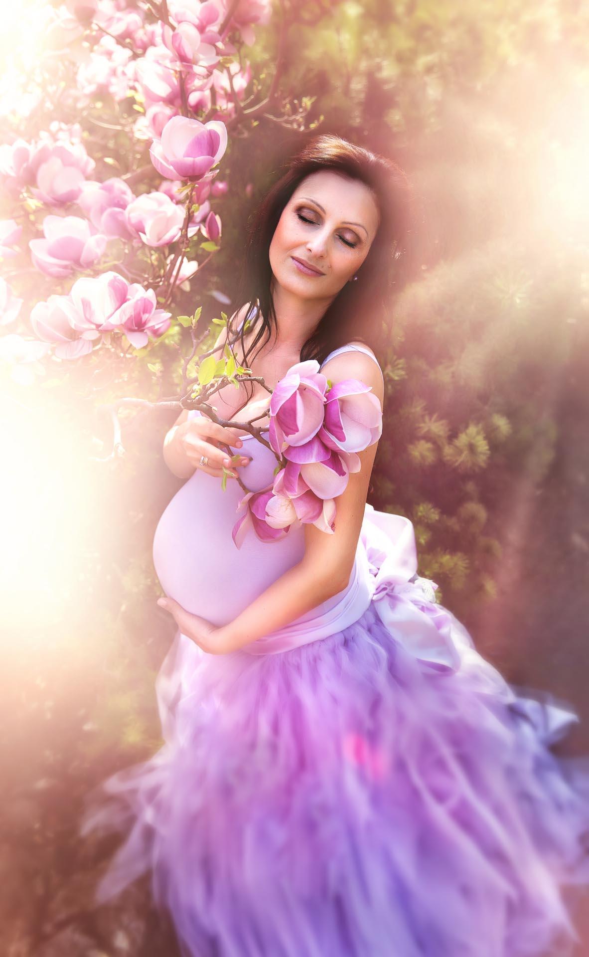 Geniales Babybauch Fotoshooting im Einklang mit der Natur
